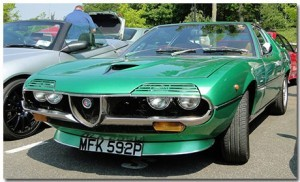 Alfa Romeo Montreal Theme With 10 Backgrounds