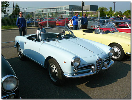 Alfa Romeo Spider Theme With 10 Backgrounds